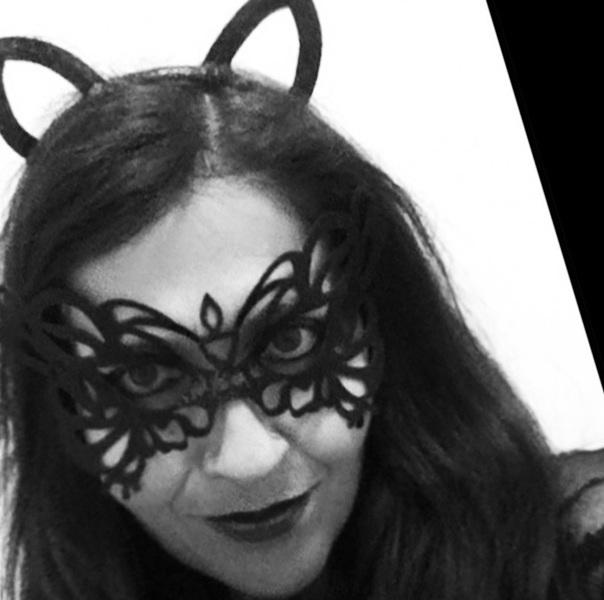 blueskygirlie in halloween mask via always a blue sky girl blog