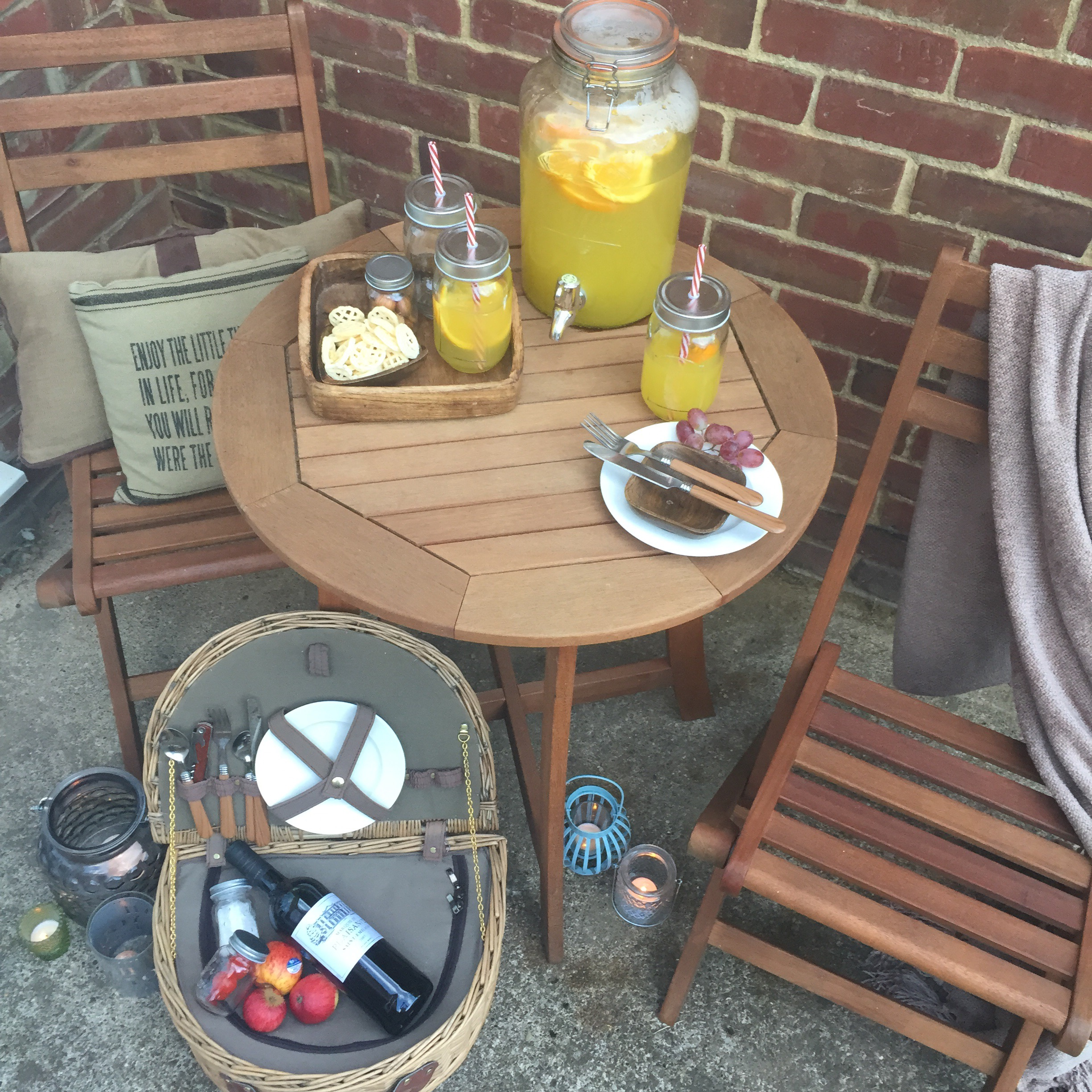 rustic outdoor dining with mason jar glasses via Always a Blue Sky Girl blog