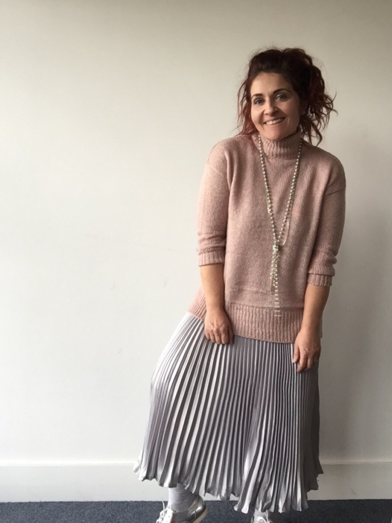 Pretty in pink New Look jumper - Blueskygirlie aka Always a Blue Sky Girl blog fashion blogger