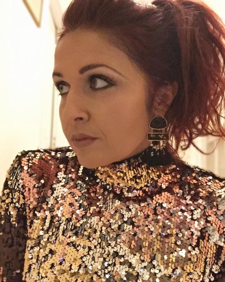 Always a blue sky girl 40 plus fashion blog blogger Sarah Gorlov blueskygirlie very sequin party christmas top